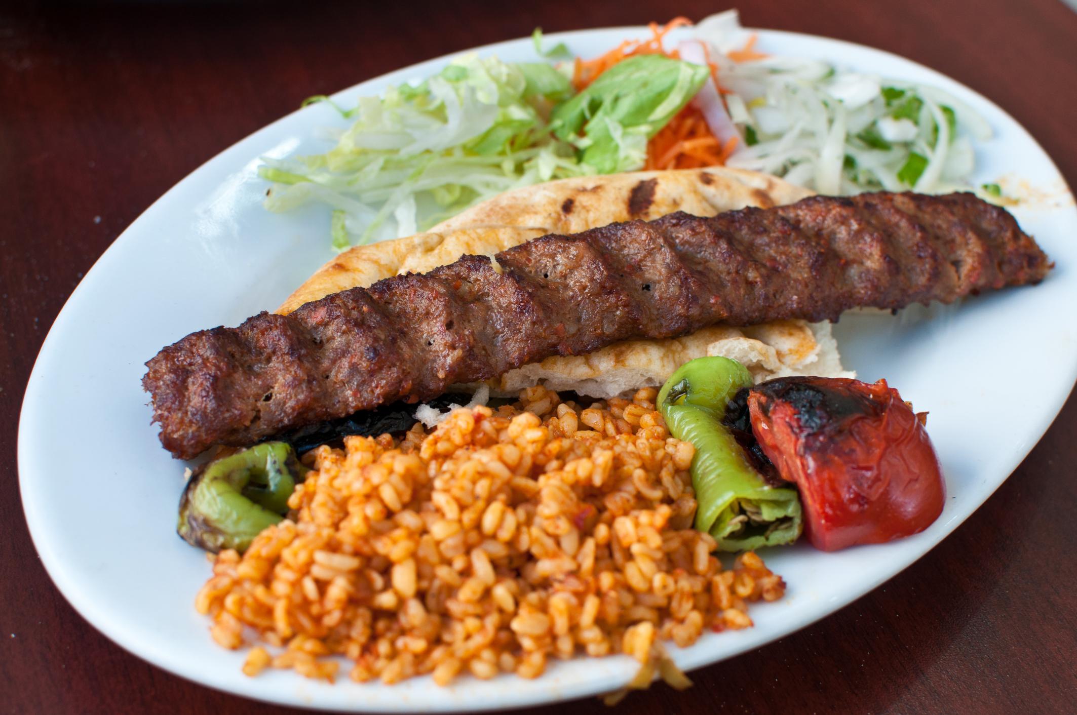 اخبار الامارات العاجلة 4550491-1750983823 كباب اللحم العراقي وصفات شهية  أطباق رئيسية